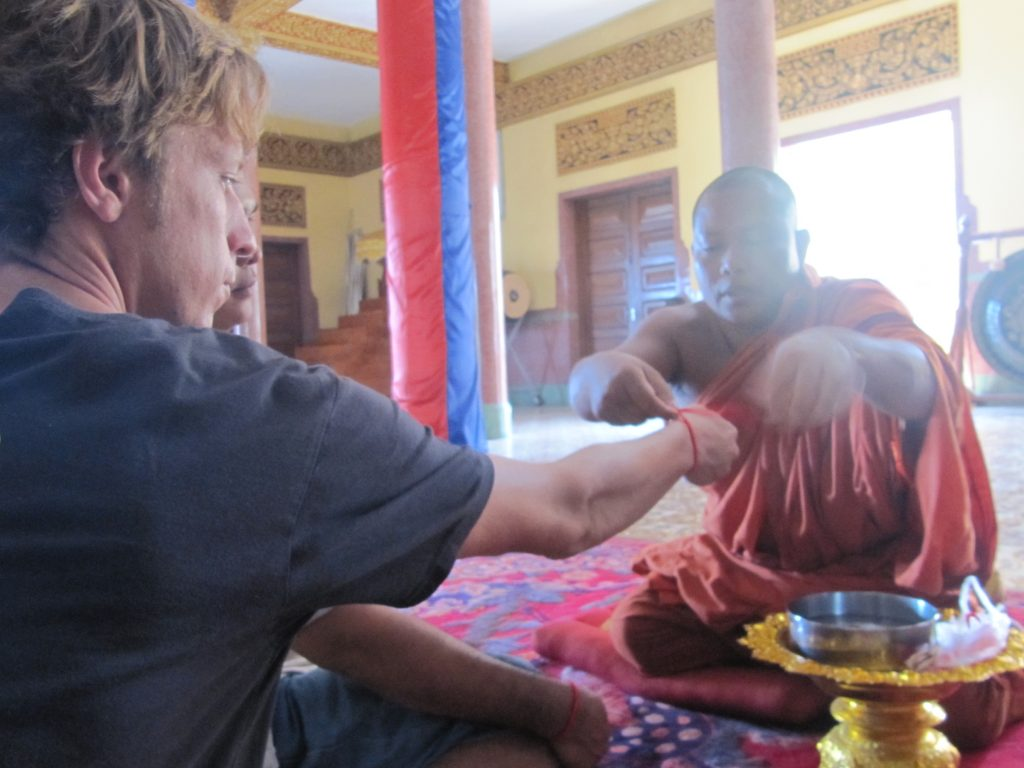 bracelet porte bonheur fil rouge bracelet bouddhiste moine