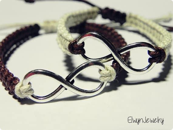 Bracelets assortis avec pendentif Infinity pour couple