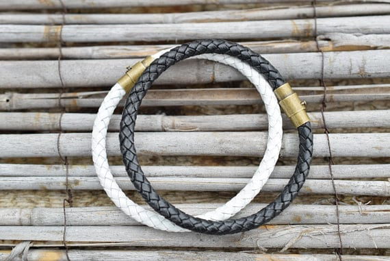 Bracelets en cuir noir ou blanc pour couples